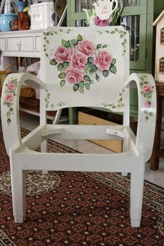 60 great ideas for Decoupage chairs! Shabby Chic Pink, Shabby Chic Homes, Shabby Chic Decor, Vintage Decor, Funky Painted Furniture, Painted Chairs, Recycled Furniture, Tole Painting, Painting On Wood