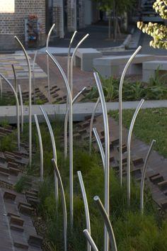 Balfour Street Pocket Parc, à Sydney, Australie. Un beau petit parc avec système de récolte des eaux de pluie qui en plus est esthétique! Un petit jardin de pluie!
