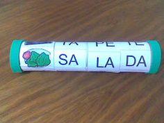 Pegar um rolo de papel toalha e cobri -lo com papel colorido.   Colar desenhos ou figuras em uma das pontas.   Montar três faixas c...
