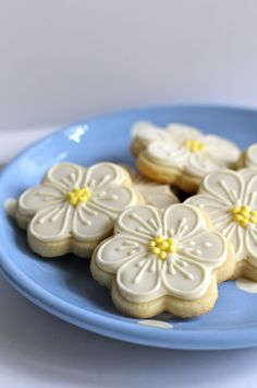 White & yellow flower cookies : Beautifully hand Iced biscuits | Juliet Stallwood Cakes & Biscuits