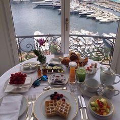 16 ideas breakfast in bed healthy meals Hotel Breakfast, Breakfast At Tiffanys, Best Breakfast, Breakfast Recipes, Breakfast Ideas, Breakfast Around The World, Christmas Morning Breakfast, Aesthetic Food, Food Pictures