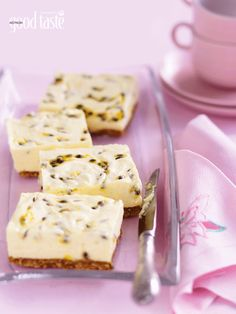 Gelatine is the secret to making this easy and tangy no-cook fruit-filled cheesecake. ~tried, works brilliantly. Köstliche Desserts, Delicious Desserts, Dessert Recipes, Yummy Food, Pudding Recipes, Passionfruit Cheesecake, Passionfruit Recipes, Passionfruit Slice, Cupcakes