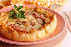 Torta salata con zucchine, mozzarella e prosciutto cotto