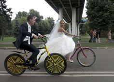 Primer paseo como esposos en bicicleta