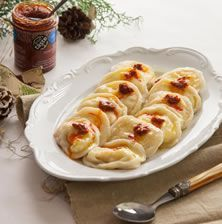 Παραδοσιακά ποντικά ζυμαρικά γεμιστά με απαλό ανθότυρο και κολοκύθα. Μοιάζουν με μεγάλα τορτελίνια και έχουν υπέροχη γεύση συνδυασμένα με βούτυρο και πάστα πιπεριάς Greece Food, Pasta Noodles, Greek Recipes, Different Recipes, How To Cook Pasta, Lasagna, Macaroni And Cheese, Food Processor Recipes, Recipies