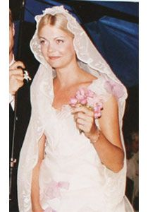 My all time, most most MOST favorite wedding dress. There's barely any photos of Jemma Kidd's wedding gown on the internet (and believe me, I've had the time to search). The small bouquet is just dandy.