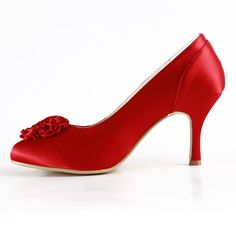 Afbeelding van http://www.trouws.com/Trouwschoenen-Aangepaste-Europese-en-Amerikaanse-mode-elegante-hoge-hakken-rode-satijnen-bloemen-handgemaakte-trouwschoenen-images-Weddingshoes-WDS034_3.jpg.