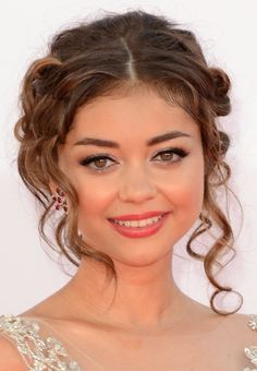 Get The Look: Sarah Hyland's Curly Updo   | Daily Makeover