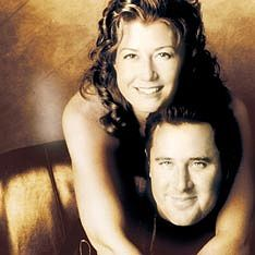 Vince Gill and wife Amy Grant - Amy is native Georgian Christian Music Artists, Christian Singers, Country Music Stars, Country Music Singers, Country Artists, Christmas Concert, Christmas Time, Vince Gill, Amy Grant