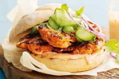 Curtis Stone& spicy chicken burgers pack a big flavour punch, perfect for easy entertaining. Find more barbecue ideas from Curtis in the October issue of taste mag! Barbecue Recipes, Veg Recipes, Burger Recipes, Real Food Recipes, Cafe Recipes, Spicy Chicken Burgers Recipe, Buffalo Chicken Burgers, Food Network Uk, Food Network Recipes