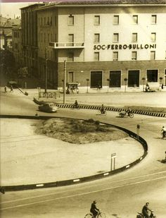 """""""Prima della fontana di Piazza Repubblica"""" - 1955 http://www.bresciavintage.it/brescia-antica/documenti-storici/prima-della-fontana-di-piazza-repubblica-1955/"""