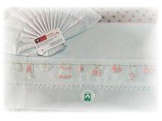 lençois menina (cama de grades)   com miniaturas de crochet feitas por mim ♥♀♥
