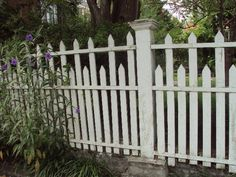 5 Marvelous Cool Tips: Flower Garden Fence fence wall chain links.House Fence Gate wooden fence on slope. Picket Fence Gate, Wood Fence Gates, Old Fences, White Picket Fence, Fence Art, Concrete Fence, Pallet Fence, White Fence, Bamboo Fence