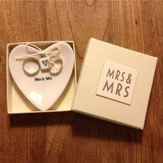 Platito porta alianzas Mrs & Mrs