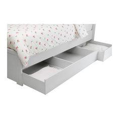 BRUSALI Cadru pat+4 ct dpz IKEA 4 sertare mari pe rotile pentru mai mult spaţiu de depozitare sub pat.