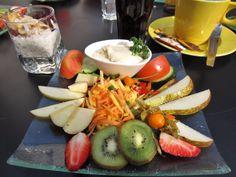 republic café in Salzburg; Vegan breakfast with fruit and vegetables, hummus and porridge Vegan Food, Vegan Recipes, Salzburg, Vegan Breakfast, Fruits And Vegetables, Hummus, Cheese, Veggie Food, Raw Vegan Breakfast
