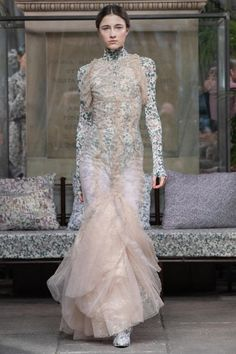 Luisa Beccaria Fall 2020 Ready-to-Wear Fashion Show - Vogue Luisa Beccaria, Lovely Dresses, Fall Dresses, Beautiful Outfits, Evening Dresses, Beautiful Clothes, Style Photoshoot, Sheer Gown, Backstage