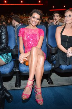 That's what you call HOT pink! Glee's Lea Michele shows off her toned figure in a sequinned minidress as she takes home a People's Choice Award Celebrity Beauty, Celebrity Feet, Celebrity Gossip, Lea Michele, Killer Legs, Women Legs, Celebs, Celebrities, Long Legs