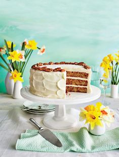 Four Mistakes to Avoid when Making a Layer Cake Layer cakes are at the top of a Southern baker's list of culinary achievements. Avoid these snags so you can create a stunning masterpiece. Hummingbird Cake Recipes, Hummingbird Food, Just Desserts, Dessert Recipes, Southern Pound Cake, Chocolate Mayonnaise Cake, Chocolate Cake, Poblano, Mothers Day Cake