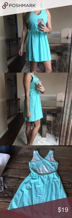 Mint Green Open Back Dress Like new! Worn once for Easter! Vneck with cross back straps. Open low back. Perfect for the Spring! Francesca's Collections Dresses Mini