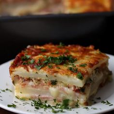 This EASY Lasagna Recipe is beefy, saucy and supremely flavorful. Homemade lasagna is better than any restaurant version and it feeds a crowd for way less than going out to eat. Cheese Potato Casserole, Potato Lasagna, Lasagna Casserole, Casserole Recipes, Cheese Potatoes, Easy Lasagna Recipe, Homemade Lasagna, Homemade Marinara, Lunch Meal Prep