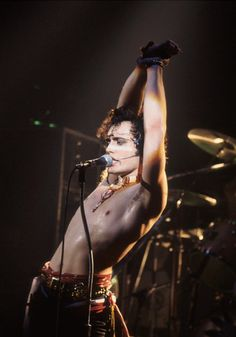 Adam Ant. The epitome of cool, sexy, and unique in the early 80's. Yeah, I'll agree with that.