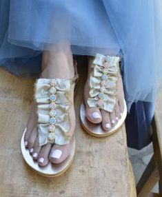 Χρυσά σανδάλια «Σμαράγδα-μπεζ»- Handmade greek sandals «Smaragda-beige» – Είδη Γάμου – Βάπτισης | Διοργάνωση Γάμου – Βάπτισης | OneironPraxis.gr Bridal Sandals, Shoes, Fashion, Moda, Zapatos, Shoes Outlet, Fashion Styles, Shoe, Footwear