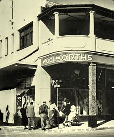 The first Woolworths in the country opened its doors in the old Royal Hotel building , Plein street, Cape Town in Durban South Africa, Cape Town South Africa, Hotel Secrets, Most Beautiful Cities, African History, Old Photos, Old Things, Black And White, Country