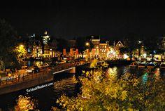 Amsterdam by night. http://www.turistadimestiere.com/2010/05/diario-di-viaggio-amsterdam-non-solo-coffee.html
