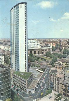 1966 – MILANO, ITALIA - Il Pirellone - cartolina, panorama, piazza, square