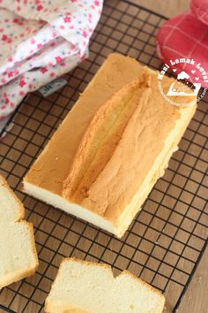 The challenge of making a chiffon cake using a normal bread loaf pan is how to minimize the shrinkage as there is no tube at the centre l. Ogura Cake, Condensed Milk Cake, Pandan Cake, Different Kinds Of Cakes, Cotton Cake, Cake Recipes, Dessert Recipes, Loaf Cake, Angel Food Cake