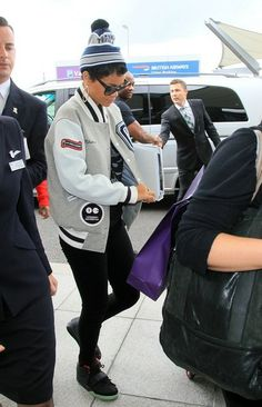 Rihanna Photo - Rihanna Flies Out of London