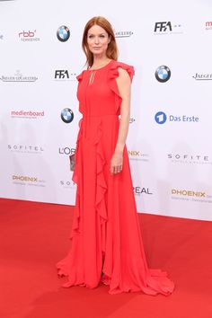 Pin for Later: Seht alle Stars auf dem roten Teppich beim Deutschen Filmpreis Esther Schweins