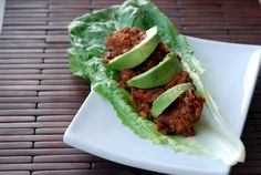 Mix up your view on tacos with these ancho lentil taco salad wraps. Healthy Cholesterol Levels, Cholesterol Lowering Foods, Cholesterol Symptoms, Vegetarian Recipes, Healthy Recipes, Vegetarian Options, Detox Recipes, Lentil Tacos, Salad Wraps