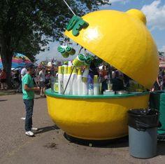 Lemonade! Kiosk Design, Booth Design, Store Design, Food Cart Design, Food Truck Design, Fruit Stands, Food Stands, Food Sale Ideas, Hotels For Kids