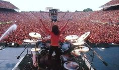 Somewhere in Metallica! Rock N Roll Music, Rock And Roll, Hard Rock, Metallica Concert, Concert Stage Design, Ride The Lightning, Achievement Hunter, Extreme Metal, Rock Concert