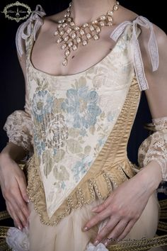 Féerie corset, custom made, 18th century inspired.  For information and orders: elainecouture.info@gmail.com