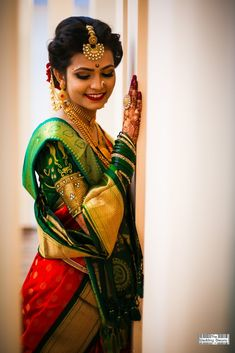 Indian Bride Poses, Indian Wedding Poses, Indian Bridal Photos, Indian Wedding Couple Photography, Indian Bridal Outfits, Indian Bridal Fashion, Indian Bridal Wear, Wedding Outfits, Wedding Photos