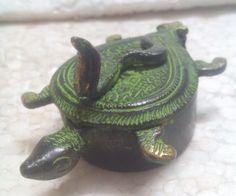 Learned Vintage Old Wooden Hand Carved Leaf Shape 4 Compartment Kumkum Tikka Powder Box Decorative Arts Antiques