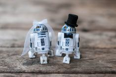 R2-D2 wedding cake toppers ~ we ❤ this! moncheribridals.com