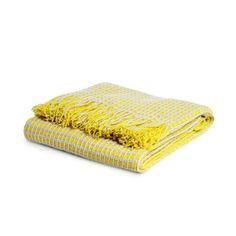 Diese Kuschel-Decke ist genau das Richtige für dein Zuhause! Ob auf der Couch oder auf dem Sessel – lege doch mal ganz entspannt die Füße hoch und kuschel dich in diese schöne Decke.