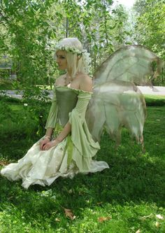Garden fairy costume mother nature 27 new ideas Faerie Costume, Renaissance Fairy Costume, Woodland Fairy Costume, Dark Fairy Costume, Fairytale Costume, Illustration Fantasy, Fairy Cosplay, Fairy Clothes, Fantasy Dress