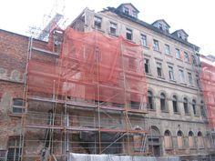 Braustraße 26 während des Abrisses 2006. Im ersten Obergeschoss befand sich ein kleiner Festsaal. In den Geschossen darüber wohnten die Brauburschen.