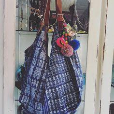 Tienda de regalos artesanales hechos a mano por una colectiva de mujeres indígenas en México y en Guatemala. Basilio Badillo #314 #PuertoVallarta #MX