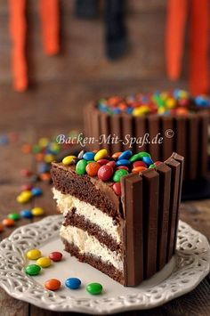 Kitkat M&M's Torte Kitkat M&M's Torte 1 Source by lmlnhth Cookie Dough Recipes, Easy Cookie Recipes, Cupcake Recipes, Snack Recipes, Cake Designs For Kids, Cookie Cake Designs, Cake Decorating For Beginners, Cake Decorating Tips, Kitkat Torte