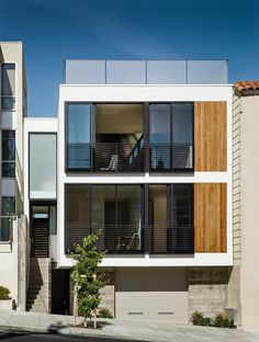 The newly built Laguna Street residence can be found in San Francisco, California and was designed by Michael Hennessey Architecture. The house features Facade Architecture, Residential Architecture, Contemporary Architecture, Contemporary Building, Three Story House, Narrow House, Facade Design, Facade House, Modern House Design