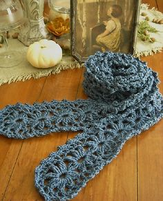 Ravelry: Afghaniac's Lacy floral scarf  very clever pattern, free on ravelry pdf. This rocks! Thanks ever so xox