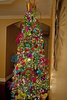 christmas tree with multicolored lights 675x1013 top 10 christmas decoration ideas