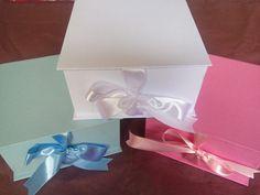 Caixa tipo livro para lembrancinha, convite ou o que preferir. Revestidas de papel de boa qualidade e fita de cetim.  Fazemos outros tamanhos e cores.