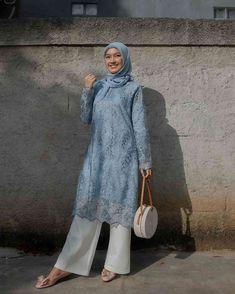 Stylish Hijab, Stylish Suit, Casual Hijab Outfit, Lace Outfit, Dress Muslim Modern, Kebaya Modern Dress, Kebaya Hijab, Kebaya Dress, Muslim Fashion